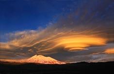 Altocumulus lenticularis cloud over Mount Adams