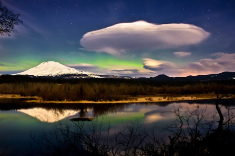 Aurora and Lennies over Mount Adams