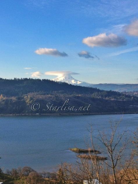 February 11, 2013 Lenticular over Mount Hood