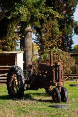 V&V-Old-Tractor_1544-wo